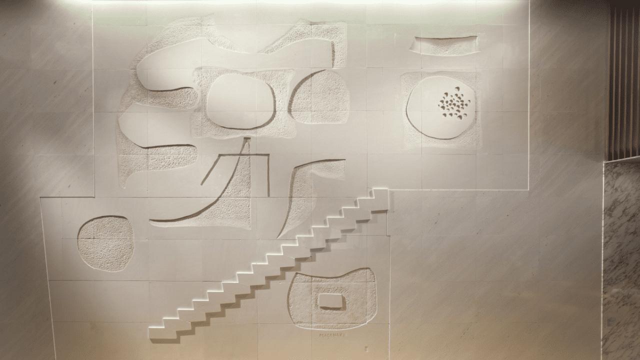 4階メインロビー 村井正誠「<<天と地の歓び>>イイノホールのための壁画」(大理石)